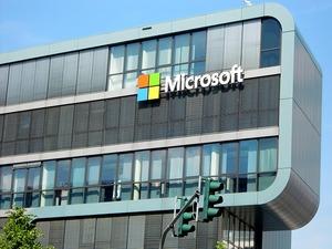 MicrosoftXReducingXOneDriveXCloudXStorageXSpaceXForXManyXUsers